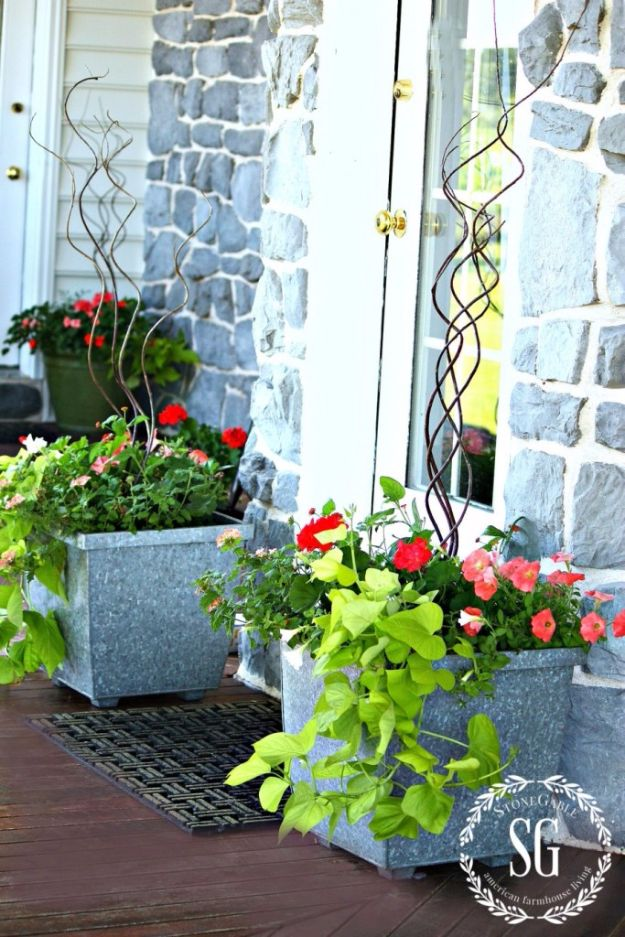 DIY Porch and Patio Ideas - Add Potted Flowers - Decor Projects and Furniture Tutorials You Can Build for the Outdoors - Lights and Lighting, Mason Jar Crafts, Rocking Chairs, Wreaths, Swings, Bench, Cushions, Chairs, Daybeds and Pallet Signs http://diyjoy.com/diy-porch-patio-decor