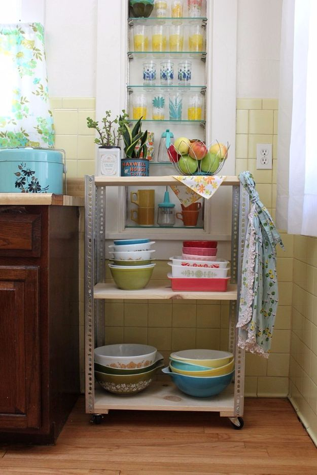 DIY Hacks for Renters - Moveable Shelving Unit - Easy Ways to Decorate and Fix Things on Rental Property - Decorate Walls, Cheap Ideas for Making an Apartment, Small Space or Tiny Closet Work For You - Quick Hacks and DIY Projects on A Budget - Step by Step Tutorials and Instructions for Simple Home Decor http://diyjoy.com/diy-hacks-renters