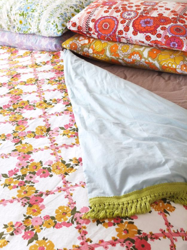 DIY Duvet Covers - Vintage Sheet Duvet Cover - Easy Sewing Projects and No Sew Ideas for Duvets - Cheap Bedroom Decor Ideas on A Budget - How To Sew A Duvet Cover and Bedding Tutorial - Creative Covers for Bed - Quick Projects for Making Designer Duvets - Awesome Home Decor Ideas and Crafts http://diyjoy.com/diy-duvet-covers