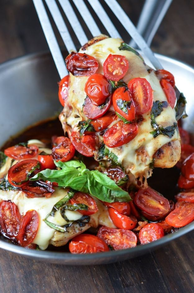 Easy Dinner Ideas for Two - Caprese Chicken - Quick, Fast and Simple Recipes to Make for Two People - Freeze and Make Ahead Dinner Recipe Tips for Best Weeknight Dinners - Chicken, Fish, Vegetable, No Bake and Vegetarian Options - Crockpot, Microwave, Healthy, Lowfat Options http://diyjoy.com/easy-dinners-for-two