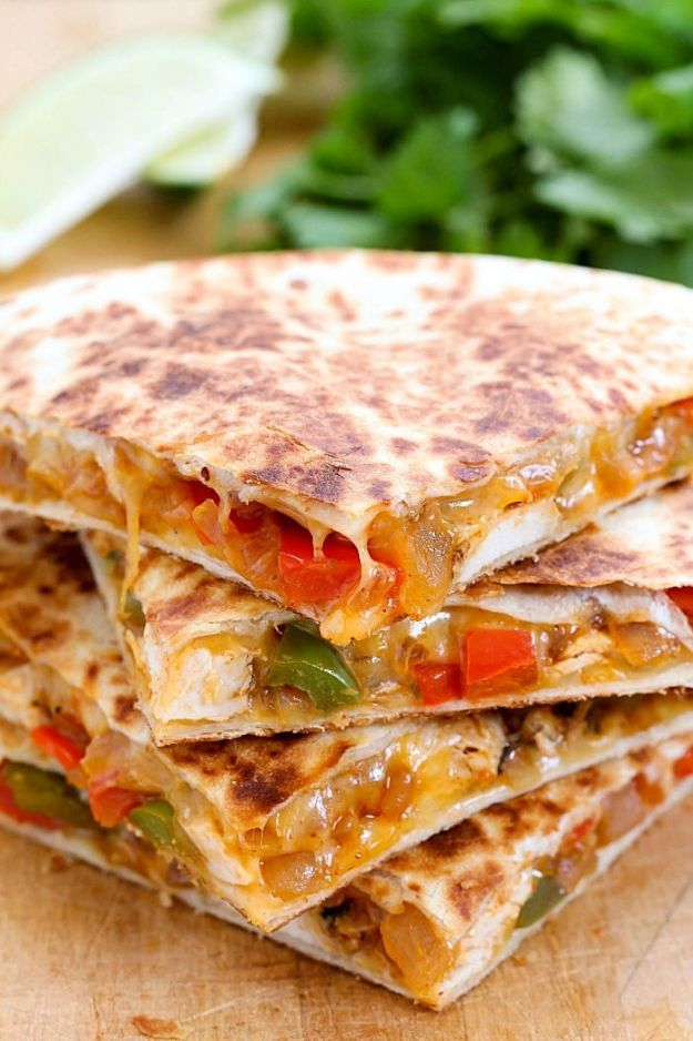 Easy Dinner Ideas for Two - Easy Chicken Fajita Quesadilla - Quick, Fast and Simple Recipes to Make for Two People - Freeze and Make Ahead Dinner Recipe Tips for Best Weeknight Dinners - Chicken, Fish, Vegetable, No Bake and Vegetarian Options - Crockpot, Microwave, Healthy, Lowfat Options http://diyjoy.com/easy-dinners-for-two