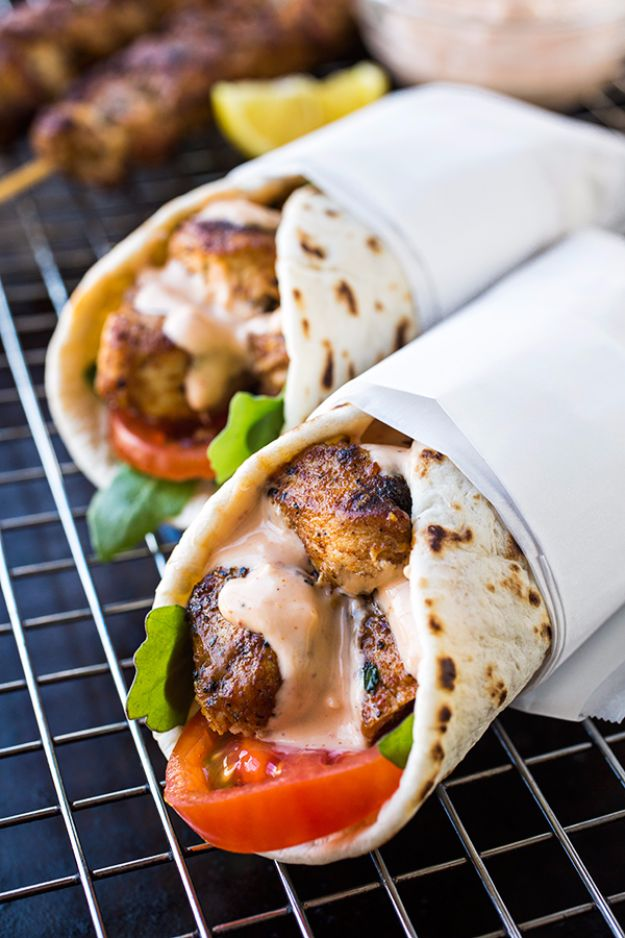 Back to School Lunch Ideas - Grilled Lemon Chicken Flatbread Wraps - Quick Snacks, Lunches and Homemade Lunchables - Bento Box Style Lunch for People in A Hurry - Fast Lunch Recipes to Pack Ahead - Healthy Ideas for Kids, Teens and Adults http://diyjoy.com/back-to-school-lunches
