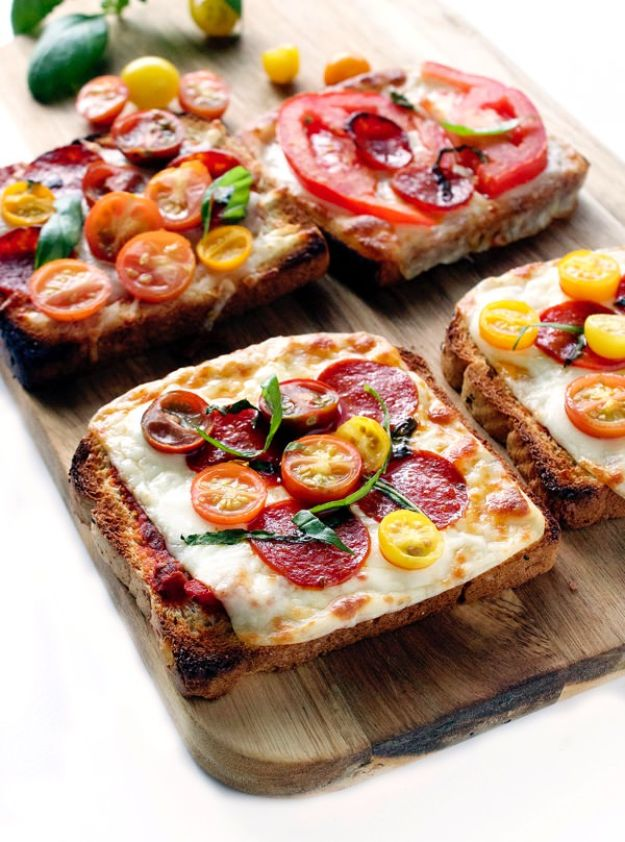 Easy Dinner Ideas for One - Pizza Toast - Quick, Fast and Simple Recipes to Make for a Single Person - Freeze and Make Ahead Dinner Recipe Tips for Best Weeknight Dinners for Singles - Chicken, Fish, Vegetable, No Bake and Vegetarian Options - Crockpot, Microwave, Healthy, Lowfat Options http://diyjoy.com/easy-dinners-for-one