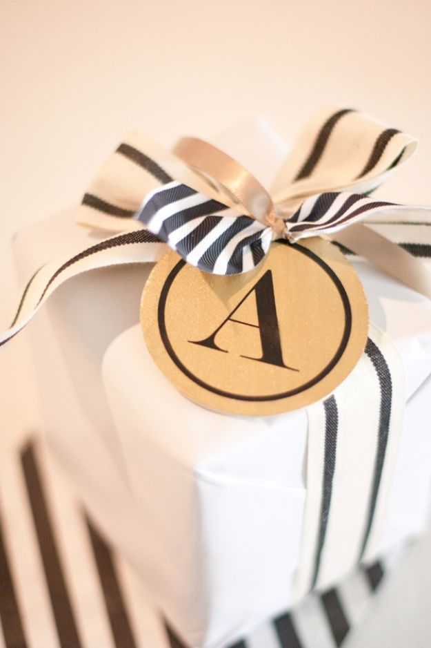 Creative Bows For Packages - Black And White Bow - Make DIY Bows for Christmas Presents and Holiday Gifts - Cute and Easy Ideas for Making Your Own Bows and Ribbons - Step by Step Tutorials and Instructions for Tying A Bow - Cheap and Crafty Gift Wrapping Ideas on A Budget http://diyjoy.com/diy-bows-gifts-packages