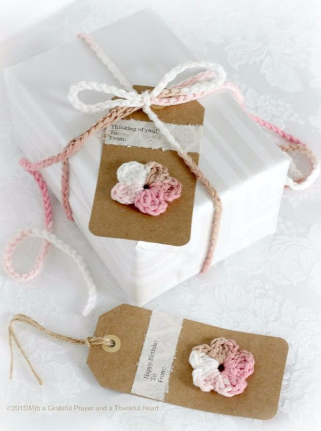 Creative Bows For Packages - Crochet Gift Bow - Make DIY Bows for Christmas Presents and Holiday Gifts - Cute and Easy Ideas for Making Your Own Bows and Ribbons - Step by Step Tutorials and Instructions for Tying A Bow - Cheap and Crafty Gift Wrapping Ideas on A Budget http://diyjoy.com/diy-bows-gifts-packages