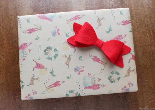 Creative Bows For Packages - Felt Bows - Make DIY Bows for Christmas Presents and Holiday Gifts - Cute and Easy Ideas for Making Your Own Bows and Ribbons - Step by Step Tutorials and Instructions for Tying A Bow - Cheap and Crafty Gift Wrapping Ideas on A Budget http://diyjoy.com/diy-bows-gifts-packages