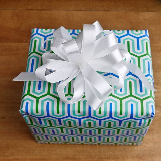 Creative Bows For Packages - Floral Bouquet Bow - Make DIY Bows for Christmas Presents and Holiday Gifts - Cute and Easy Ideas for Making Your Own Bows and Ribbons - Step by Step Tutorials and Instructions for Tying A Bow - Cheap and Crafty Gift Wrapping Ideas on A Budget http://diyjoy.com/diy-bows-gifts-packages