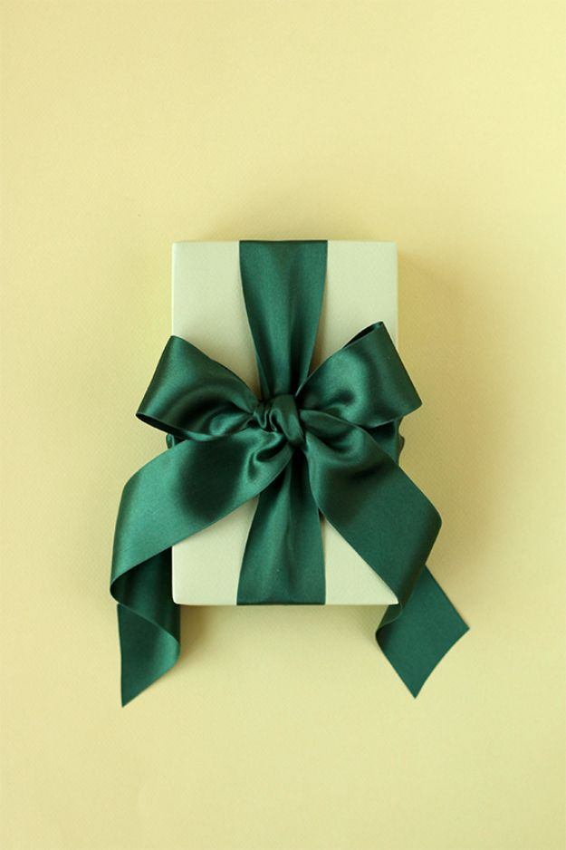Creative Bows For Packages - Tie A Perfect Bow - Make DIY Bows for Christmas Presents and Holiday Gifts - Cute and Easy Ideas for Making Your Own Bows and Ribbons - Step by Step Tutorials and Instructions for Tying A Bow - Cheap and Crafty Gift Wrapping Ideas on A Budget http://diyjoy.com/diy-bows-gifts-packages