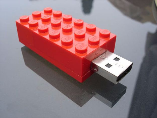 DIY Valentines Day Gifts for Him - Lego USB Stick - Cool and Easy Things To Make for Your Husband, Boyfriend, Fiance - Creative and Cheap Do It Yourself Projects to Give Your Man - Ideas Guys Love These Ideas for Car, Yard, Home and Garage - Make, Don't Buy Your Valentine http://diyjoy.com/diy-valentines-gifts-him