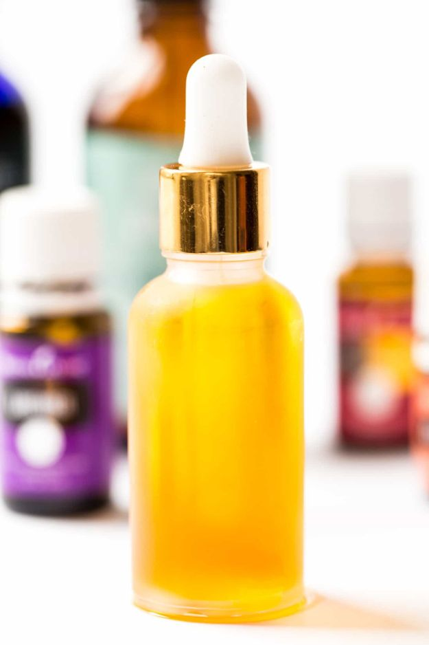 DIY Essential Oil Recipes and Ideas - Everyday DIY Facial Serum - Cool Recipes, Crafts and Home Decor to Make With Essential Oil - Diffuser Projects, Roll On Prodicts for Skin - Recipe Tutorials for Cleaning, Colds, For Sleep, For Hair, For Paint, For Weight Loss http://diyjoy.com/diy-ideas-essential-oils
