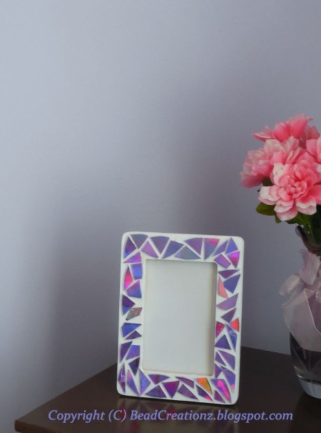 DIY Ideas With Old CD - DIY Faux Mosaic Frames - Do It Yourself Crafts and Projects Using Old Compact Discs - Recycle Jewelry, Room Decoration Mosaic, Coasters, Garden Art and DIY Home Decor Using Broken DVD - Photo Album, Wall Art and Mirror - Cute and Easy DIY Gifts for Birthday and Christmas Holidays http://diyjoy.com/diy-ideas-old-cd-compact-disc
