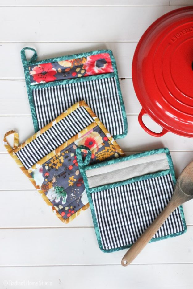 DIY Sewing Projects for the Home - Sew a Simple Potholder for Your Kitchen - Easy DIY Christmas Gifts and Ideas for Making Kitchen, Bedroom and Bathroom Decor - Free Step by Step Tutorial to Sew