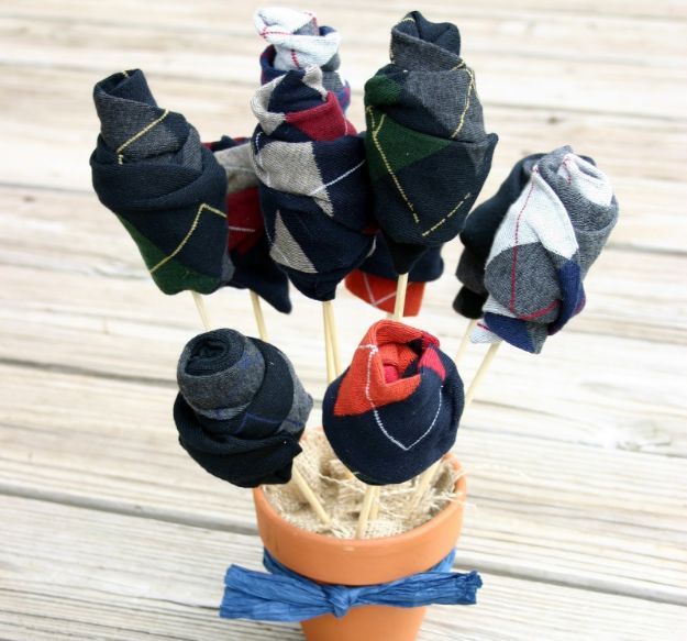 DIY Gifts for Him - Sock Bouquet - Homemade Gift Ideas for Guys - DYI Christmas Gift for Dad, Boyfriend, Husband Brother - Easy and Cheap Handmade Presents Birthday https://diyjoy.com/diy-gifts-for-him