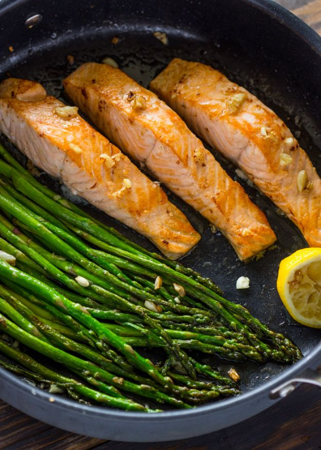 Easy Dinner Recipes -10-Minute Lemon Garlic Salmon & Asparagus- Quick and Simple Dinner Recipe Ideas for Weeknight and Last Minute Supper - Chicken, Ground Beef, Fish, Pasta, Healthy Salads, Low Fat and Vegetarian Dishes - Easy Meals for the Family, for Two, for One and Cook Ahead Crockpoit Dinners - Cheap Casseroles and Budget Friendly Foods to Make at Home http://diyjoy.com/easy-dinner-recipes