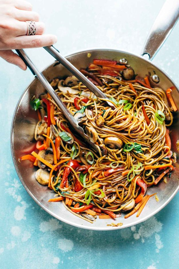 Easy Dinner Recipes - 15-Minute Chicken Chow Mein - Quick and Simple Dinner Recipe Ideas for Weeknight and Last Minute Supper - Chicken, Ground Beef, Fish, Pasta, Healthy Salads, Low Fat and Vegetarian Dishes - Easy Meals for the Family, for Two, for One and Cook Ahead Crockpoit Dinners - Cheap Casseroles and Budget Friendly Foods to Make at Home http://diyjoy.com/easy-dinner-recipes