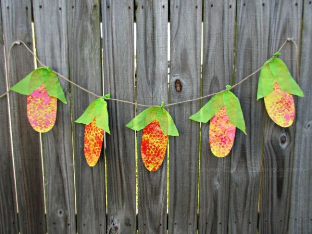 Fun Fall Crafts for Kids - Corn Banner Kids Craft - Cool Crafts Ideas for Kids to Make With Paper, Glue, Leaves, Corn Husk, Pumpkin and Glitter - Halloween and Thanksgiving - Children Love Making Art, Paintings, Cards and Fall Decor - Placemats, Place Cards, Wall Art , Party Food and Decorations for Toddlers, Boys and Girls #fallcrafts #kidscrafts #kids