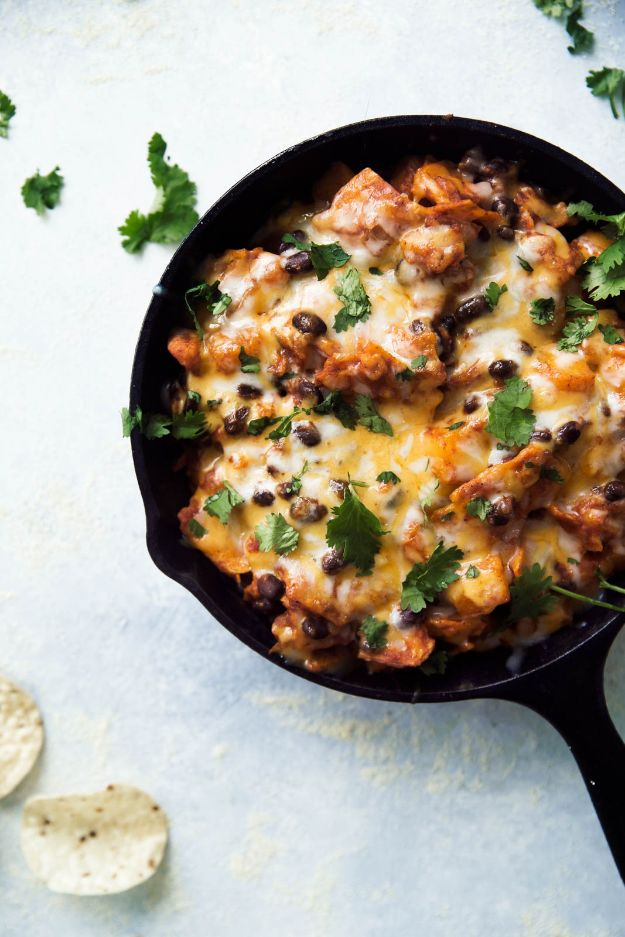 Butternut Squash Recipes - Butternut Squash and Black Bean Enchilada Skillet - Healthy and Hearty Butter Nut Recipe Ideas for Soup, Roasted, Baked, Instant Pot, Crockpot, Mashed- Pasta, Salad, Dessert and Easy Side Dishes - Paleo,and Gluten Free Versions, Thanksgiving Favorites http://diyjoy.com/butternut-squash-recipes