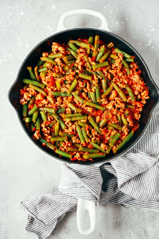 Ground Turkey Recipes - Ground Turkey Skillet with Green Beans - Healthy and Easy Turkey Recipe Ideas for Dinner, Lunch, Snack - Quick Crockpot and Instant Pot, Casserole, Meatballs, Pasta and Burgers - Keto Friendly and Low Carb, Paleo, Gluten Free http://diyjoy.com/ground-turkey-recipes