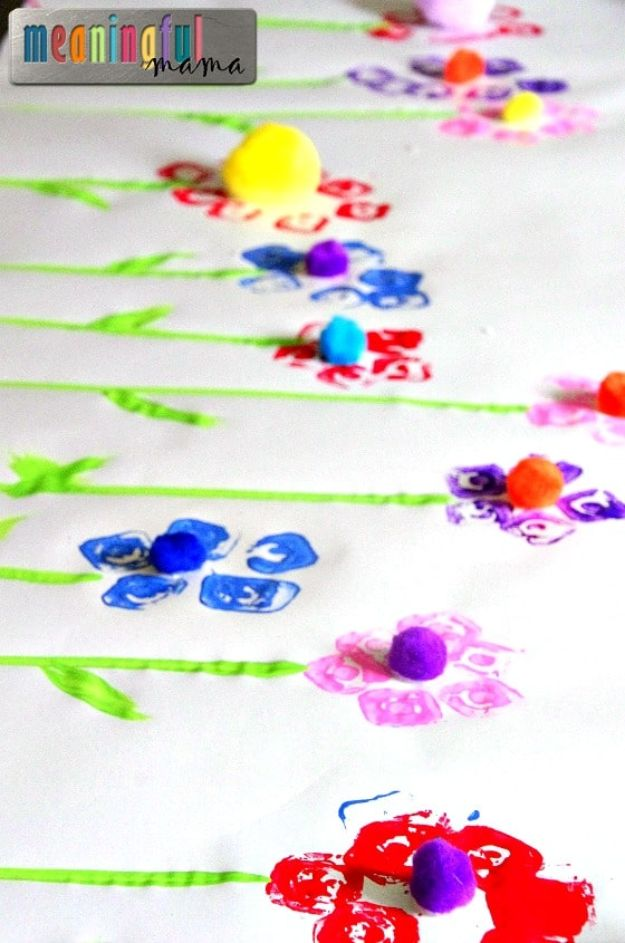 Easy Crafts for Kids - Egg Carton Flower Prints - Quick DIY Ideas for Children - Boys and Girls Love These Cool Craft Projects - Indoor and Outdoor Fun at Home - Cheap Playtime Activities https://diyjoy.com/best-easy-crafts-for-kids