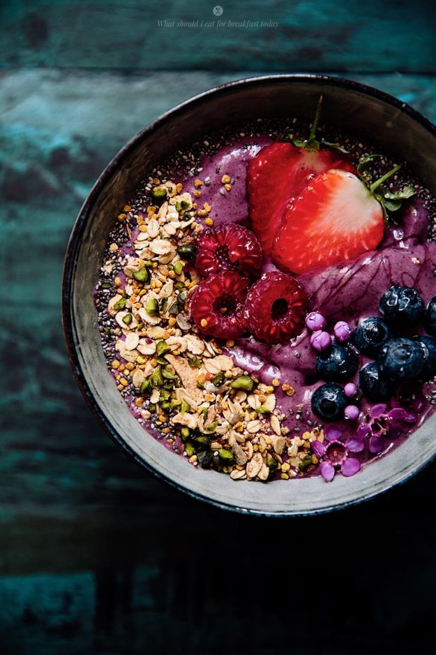 Recipes for Clean Eating - Acai Bowl of Goodness - Raw and Whole Foods, Unprocessed Meal and Snack Ideas for Lunch and Dinner - Fresh, Healthy Foods and Recipe Ideas