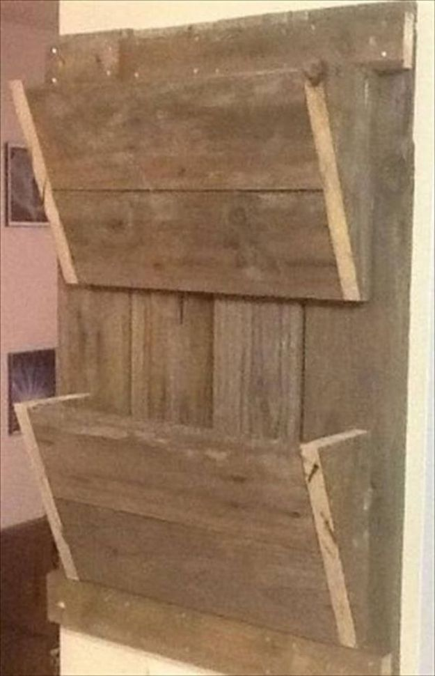 DIY Mail Organizers - DIY Pallet Mail Organizer - Cheap and Easy Ideas for Getting Organized - Creative Home Decor on A Budget - Farmhouse, Modern and Rustic Mail Sorter, Organizer