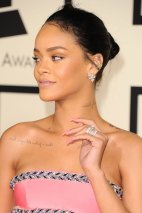RIHANNA-GRAMMY-Awards-2015-in-LA-27