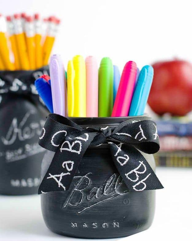 Chalkboard Mason Jar | DIY Teacher Gifts To Ring In The New School Year
