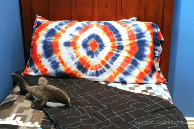 Tie-Dye Pillowcase | DIY Teen Room Decor Projects