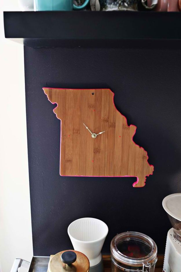 Cutting Board Clocks | Easy Crafts To Make And Sell