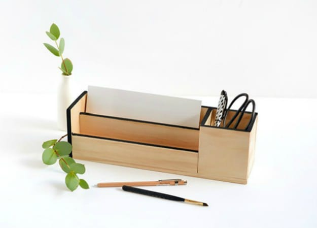 Minimal Wood Desk Organizer | Nifty DIY Desk Organizer Ideas To Keep You Productive