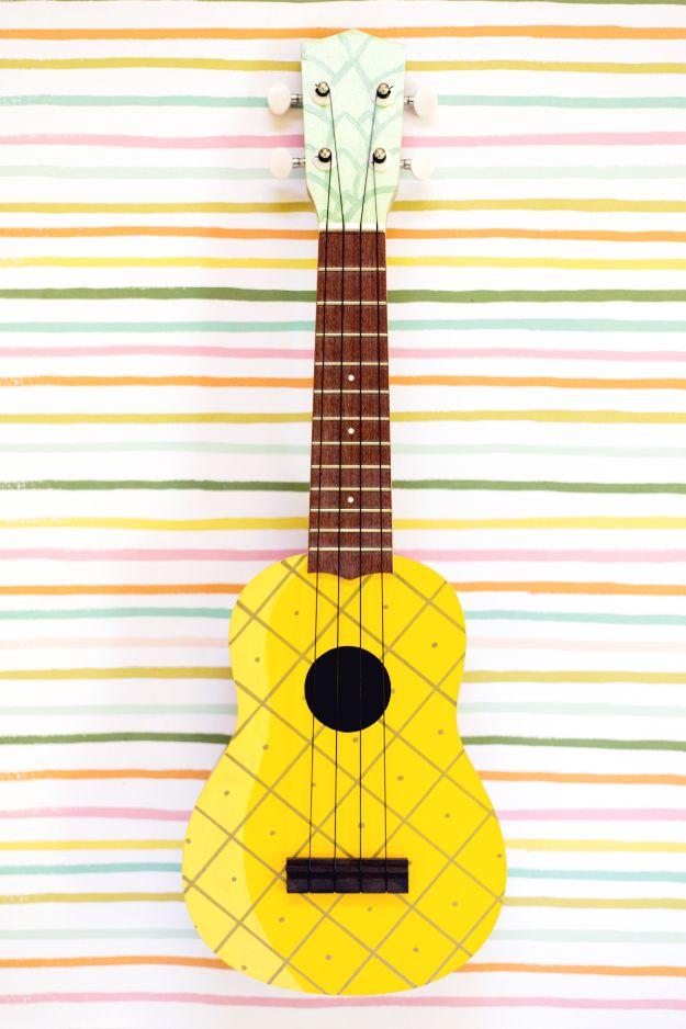 Ananas ambachten - ananas geschilderd Ukelele - leuke ambachtelijke projecten die coole DIY geschenken maken - Wall Decor, slaapkamer kunst, sieraden idee