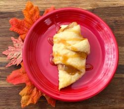 Monday Mish Mash Link Party #34 Feature @ Country Mouse City Spouse- Easy Caramel Apple Crescent Roll Bites @ DIY Thrill