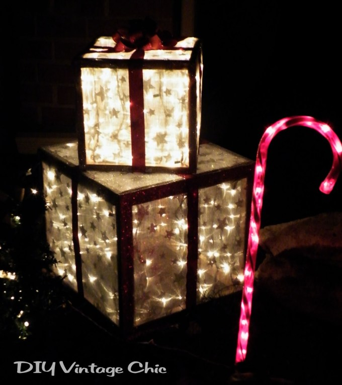 25 amazing diy outdoor christmas decorations on a budget - Diy Lighted Outdoor Christmas Decorations
