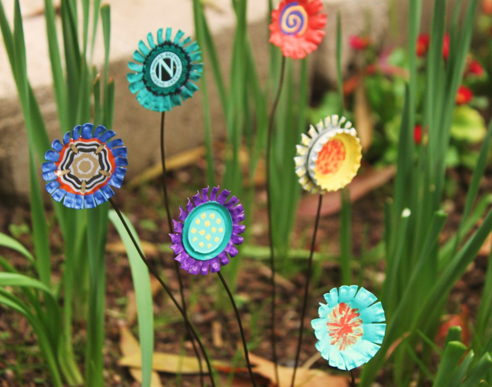 15 Decorative DIY Accents That Will Make Your Garden Stand Out on Easy Diy Garden Decor id=99606