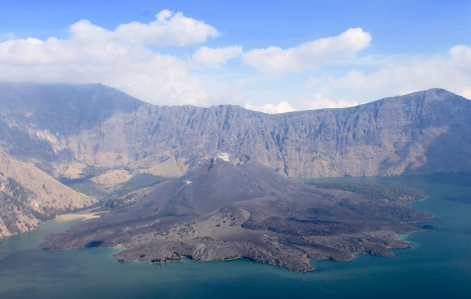 Mount Rinjani Hiking for Free Without Tour Crater Lake