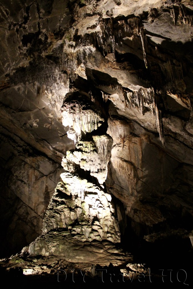 Interesting rock formations at Grutas de Cacahuamilpa