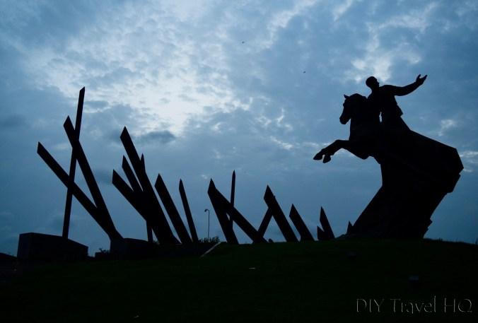 Silhouette of Antonio Maceo statue