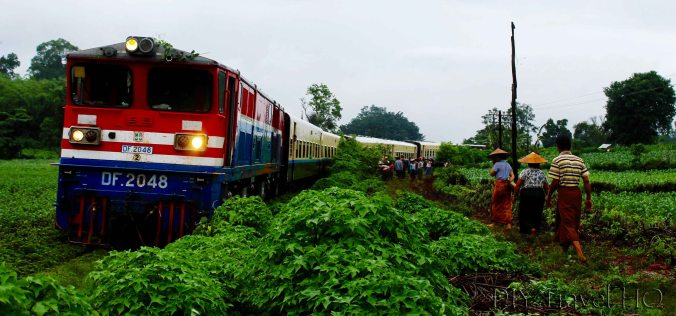 Myanmar train off tracks