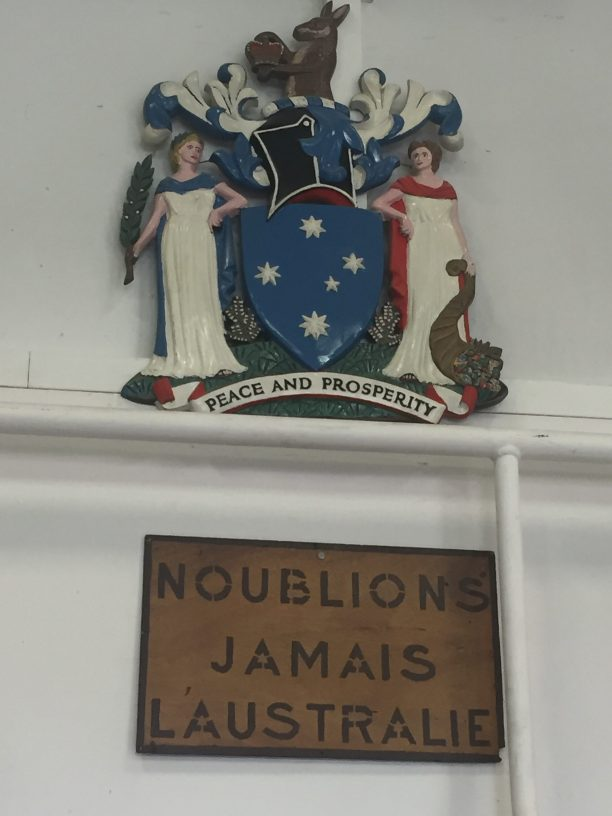 Sign reading 'N'oublions jamais l'australis' - Never forget Australia