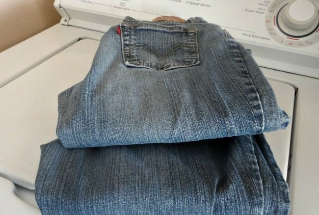How to Dye those Faded Jeans