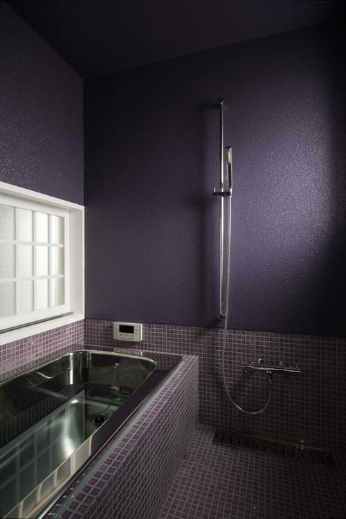 Дизайн ванной комнаты фиолетового цвета – фото интерьеров