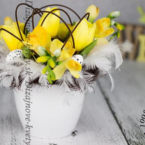 Jarná dekorácie so žltými fréziami