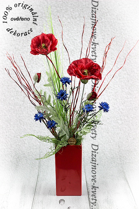 Jednoduchý dizajn originálnych umelých lúčnych kvetov.
