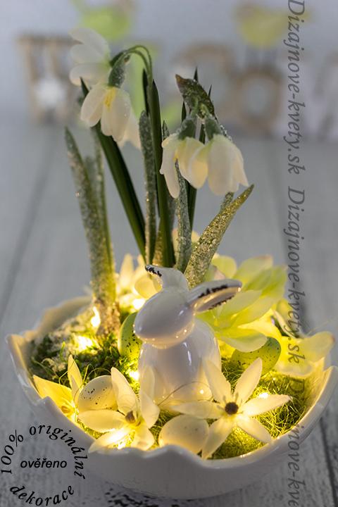 Moderné veľkonočné a jarné dizajnová dekorácie s LED osvetlením.
