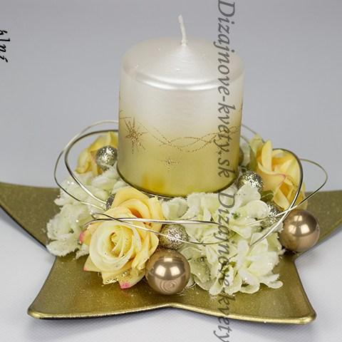 Moderný dizajnový vianočný svietnik na adventný a novoročný stôl
