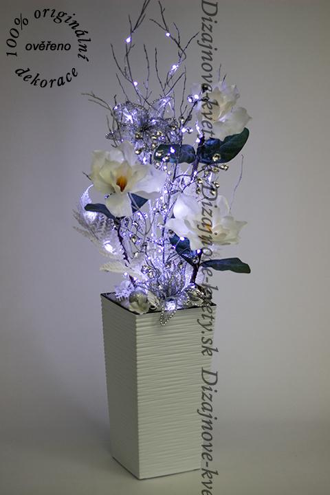 Luxusná vianočná veľká dizajnová kvetinová dekorácia s magnólií