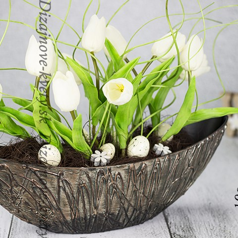 Dizajnová dekoračná loďka s jarnými tulipány