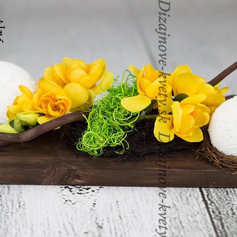 Moderná jarná dekorácie s vajíčkami