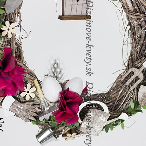 Veľkonočný veniec vo sviežich farbách jari