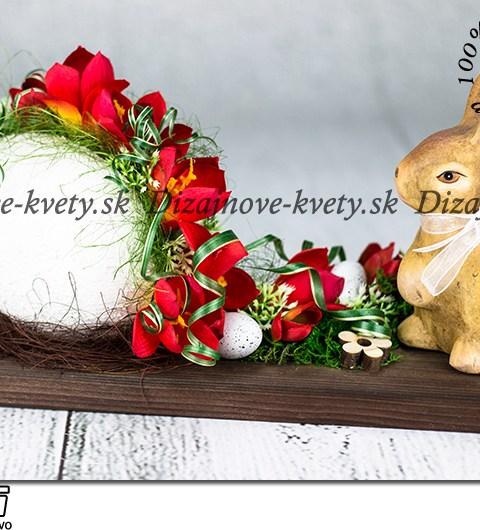 Jarné dekoračné zátišie s keramickým zajačikom